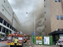 이천 쿠팡물류센터 화재 재발화…소방구조대장 고립(종합)