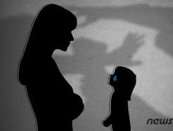 """""""애완견 괴롭힌다"""" 3세 아이 숨지게 한 여성…2심서 징역 12년"""