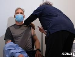 호주, AZ 백신 '60세 이상'으로 접종 연령 상향