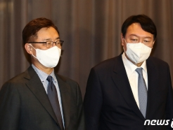이준석, 고발 사주 의혹 '총력 대응' 돌입… 입장 갈린 野 주자들