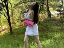 """""""속옷 안 입어요""""…모델 신재은이 밝힌 '노출 원피스' 착용 꿀팁"""