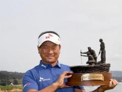 최경주, 새 역사 썼다... 한국인 최초 PGA 챔피언스 <strong>투어</strong> 우승