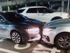 부산 신호위반 택시, 시내버스에 '쾅'… 16명 부상