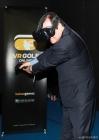 VR골프게임 체험하는 도종환 장관