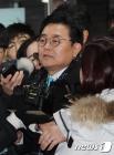 '뇌물수수·직권남용' 전병헌 전 수석 영장심사 출석