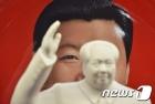 블룸버그 '시진핑+마오쩌둥' 합성사진 게재…시진핑 장기집권 비판