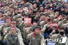 중형 조선업계 노동자들 '구조조정 철회하라!'