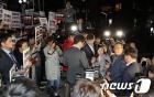 TV조선 압수수색 시도에 대치하는 경찰과 기자들