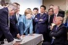 """트럼프, '문제의' G7 사진 해명…""""실제론 친근한 분위기였다"""""""