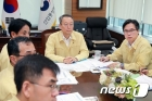 백운규 장관 '태풍 솔릭 대비 긴급 대책회의'