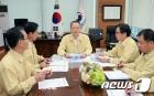 태풍 솔릭 대비 긴급 대책회의 하는 백운규 장관
