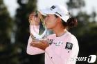 11개월 만에 LPGA 우승컵 입맞춤하는 이민지