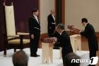 새 일왕 즉위식 참석한 나루히토