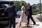 나루히토 일왕 만나고 떠나는 트럼프 부부