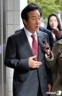 법정 향하며 질문에 답하는 김성태 의원