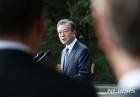"""文 """"북한 밝은 미래, 한반도 평화경제 토대 위에서만 가능"""""""