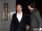 '별장 성접대' 윤중천, 의혹제기 6년만에 징역 5년6개월 (종합)
