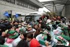 청와대 행진 톨게이트수납원-경찰 충돌…4명 연행 (종합)