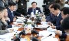 회의 주재하는 김재원 위원장