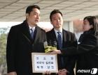 성폭행 혐의로 김건모 고소하는 강용석