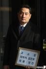 """강용석, 김건모 추가 폭로…""""여성을 주먹 폭행"""" 주장"""
