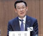 질의에 답하는 김태영 은행연합회장