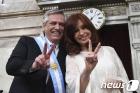 'V' 자 그리는 아르헨 새 대통령과 부통령