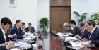 """靑 """"부동산 살펴보고있다""""…홍남기, 文에 2020 경제정책 보고"""