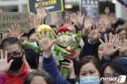 홍콩시민 '5개 요구사항 양보 못한다!'