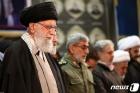 솔레이마니 추모 기도회 집전하는 이란 최고지도자 하메네이