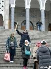 이슬람교 중앙성원 찾은 관광객들