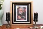 이란대사관에 놓인 거셈 솔레이마니 영정