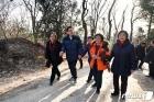 지역 주민들과 천장산 숲길 걷는 유덕열 구청장