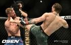 'UFC 간판' 맥그리거, 40초 만에 세로니 때려눕혀