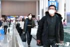 마스크 쓴 해외 여행객들