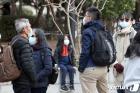 마스크 착용한 중국인 단체 관광객