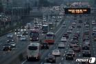 고속도로에 줄 지은 차량들