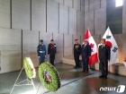 캐나다 전쟁기념탑 참배하는 보훈처장