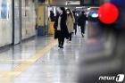 종로 지하철역 '한산한 분위기'