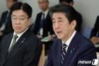 아베 총리, 일본 초·중·고교 임시 휴교 요청