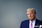 코로나 브리핑 참석한 트럼프의 심각한 표정