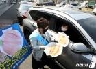 '국산 활 광어회 차 안에서 구매하세요'