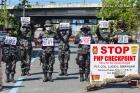 필리핀 코로나 검문소서 '낫' 휘두른 남성 사살