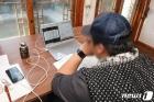 '온라인 개학' 원격수업 듣는 고3 학생