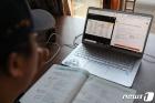 학교 대신 집에서 원격수업...'온라인 개학'