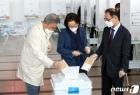 최불암-김민자 부부와 중앙선관위 사무총장 '한 표 행사'