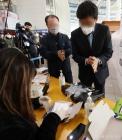 손 소독, 비닐장갑 착용하고 사전투표