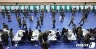 군인들의 사회적 거리두기 투표