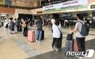 한국 가기 위해 줄지어 선 나이지리아 교민