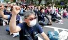'차별 철폐' 구호 외치는 조합원들